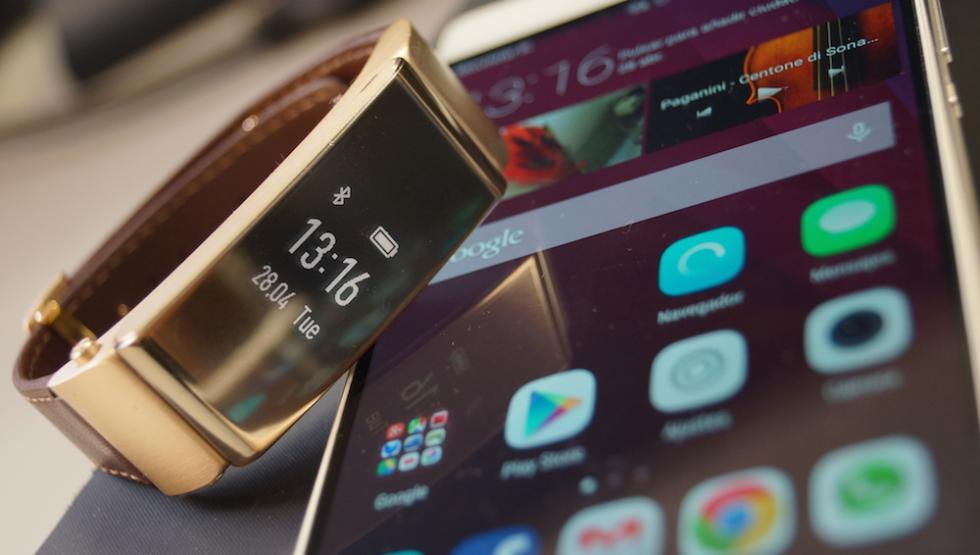 Foto del Huawei P8 y TalkBand B2