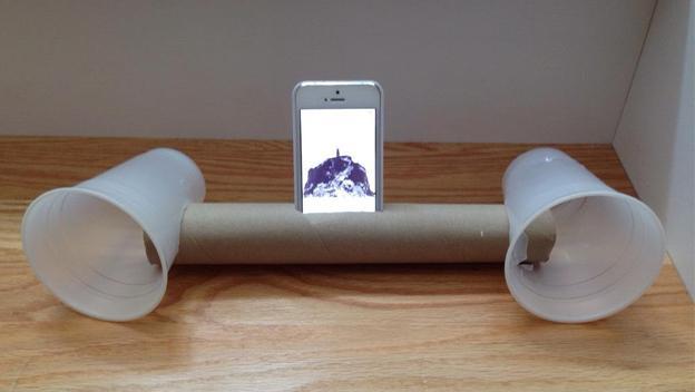 Base con altavoz para móvil