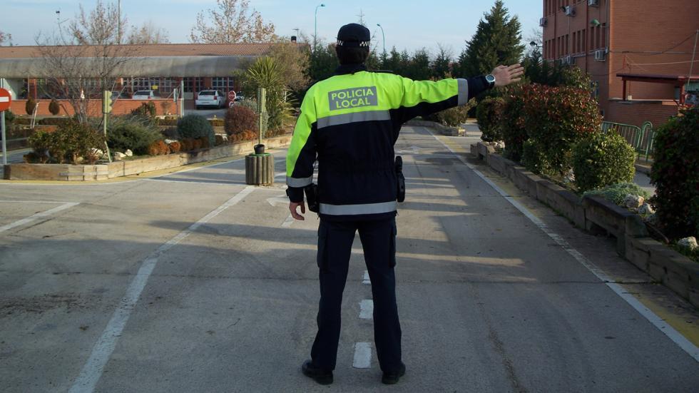 Señales de los agentes de la circulación detención sentido