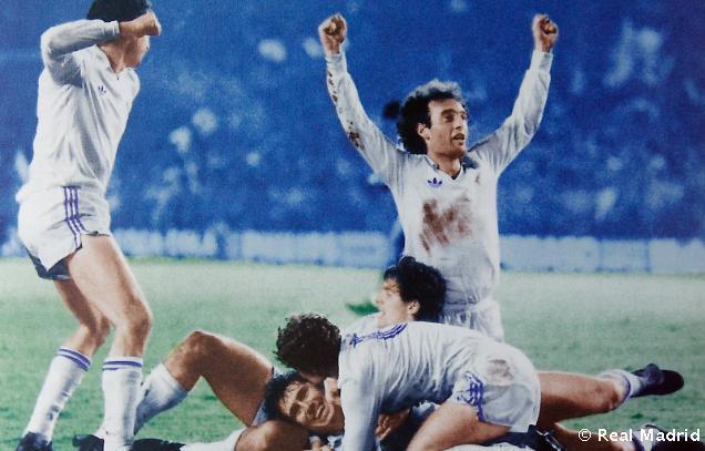 1986: Otra noche mágica en el Bernabéu, con triunfo del Real Madrid 4-0 sobre el Monchengladbach para superar el 5-1 de la ida.
