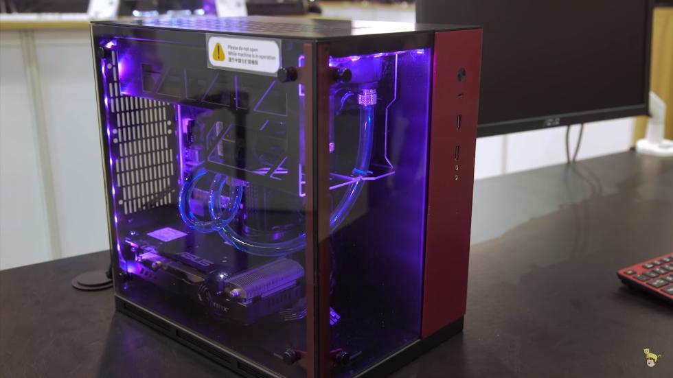 Lianli ITX con dos compartimentos independientes y cristal templado
