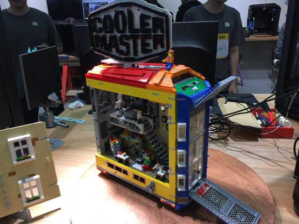 No es un case mod, es un chasis realizado con Lego