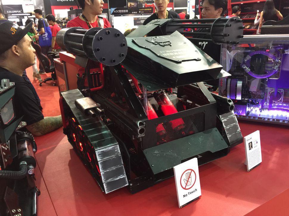Case mod basado en un tanque futurista