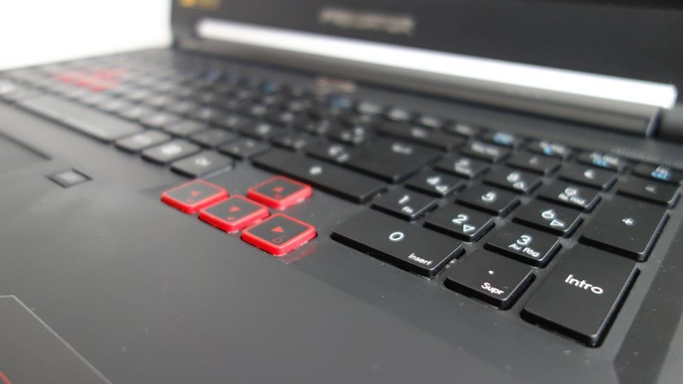 Acer Predator 15, cursores en rojo