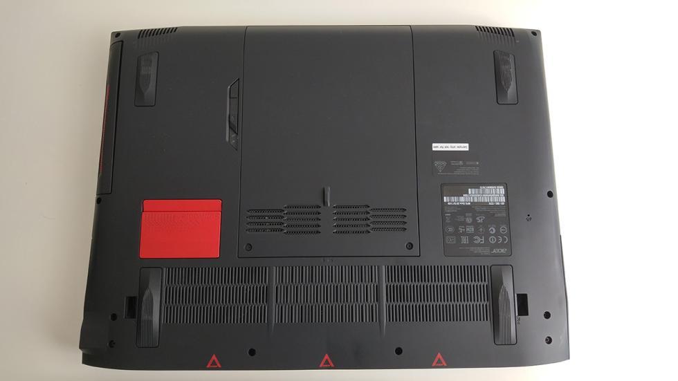 Acer Predator 15, parte inferior