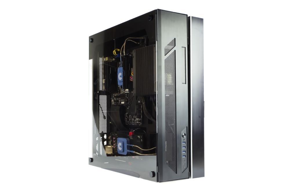 Imágenes del ordenador gaming sin ventiladores de Calyos