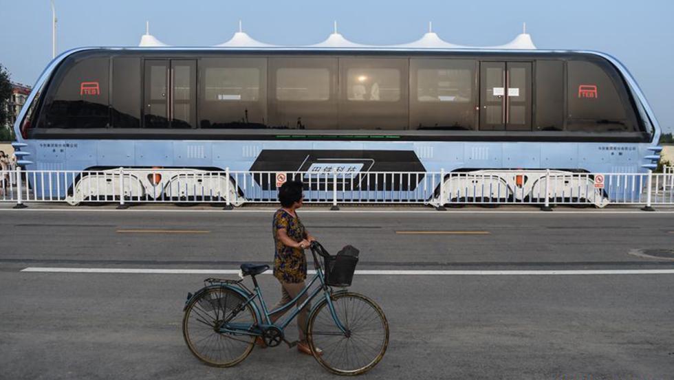 Así es el Transit Elevated Bus, la solución china a los atascos de tráfico