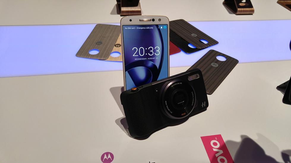 Imagen del Moto Z play con el moto mod Hasselblad True Zoom