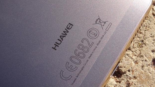 La inscripción de Huawei en la parte trasera del Mate 9
