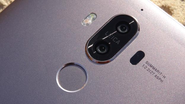 La cámara principal y el lector de huellas