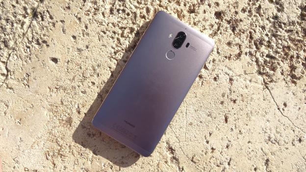 El Huawei Mate 9 por detrás