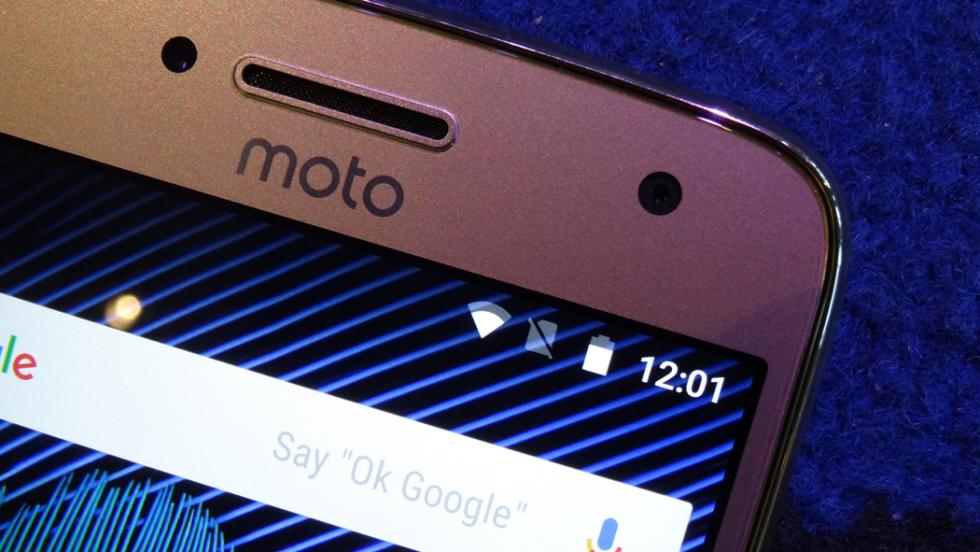 La parte superior de la pantalla del Moto G5 Plus