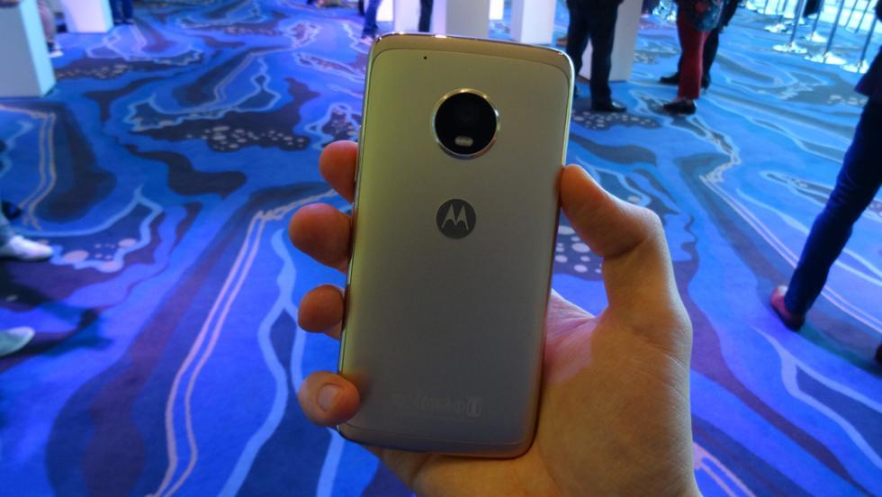 Así luce el Moto G5 Plus cuando se sujeta con una sola mano