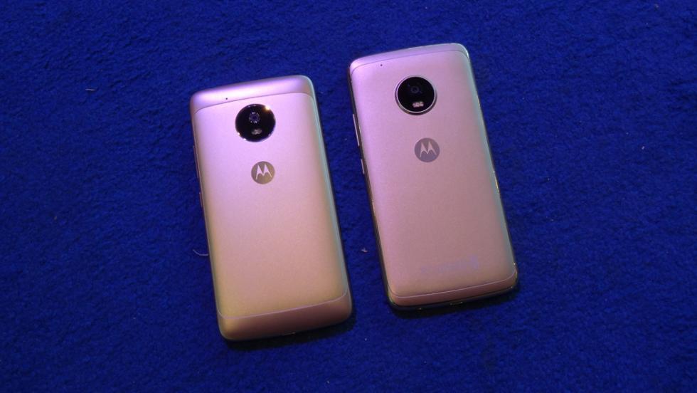 El Moto G5 (izquierda) comparado con el G5 Plus (derecha)