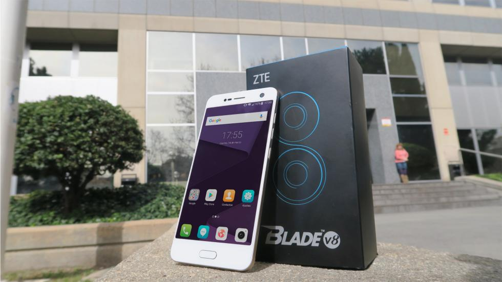 Diseño del ZTE Blade V8: Fotos del móvil con cámara dual