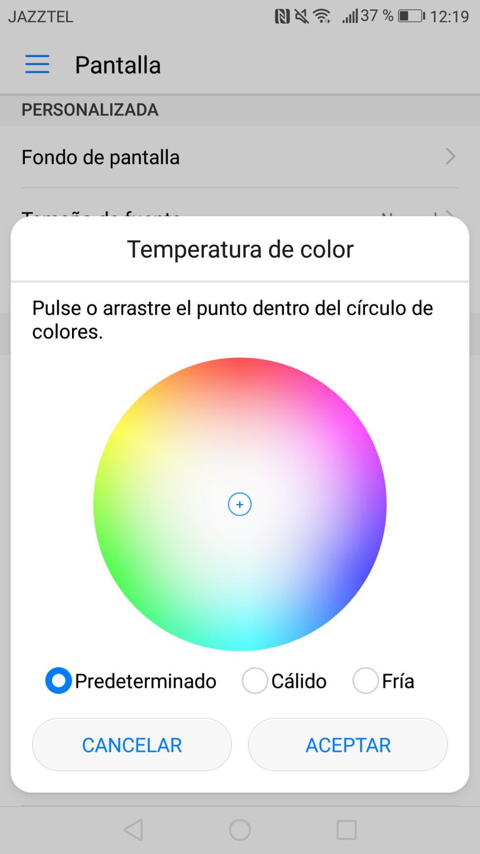 La pantalla, por su parte, se puede personalizar en lo que a sus tonalidades se refiere con la opción de Temperatura de color