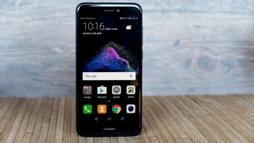 El Huawei P8 Lite 2017 visto por delante, y aquí empieza nuestra galería de este análisis
