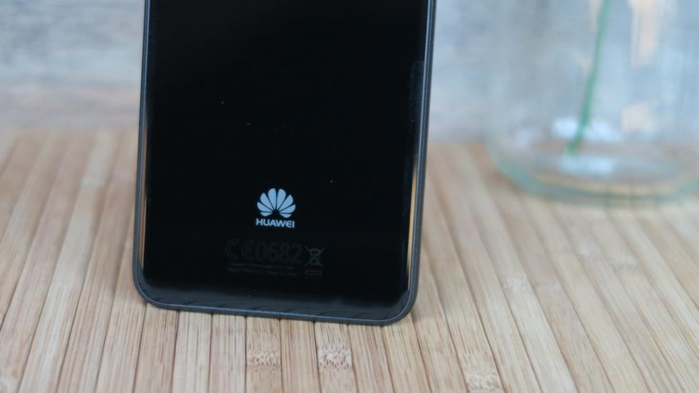 En la parte trasera tampoco falta el logotipo de Huawei