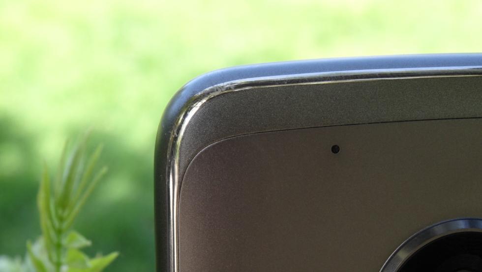 Es todo un punto a favor de Motorola que este año el Moto G5 Plus luzca una carcasa de metal
