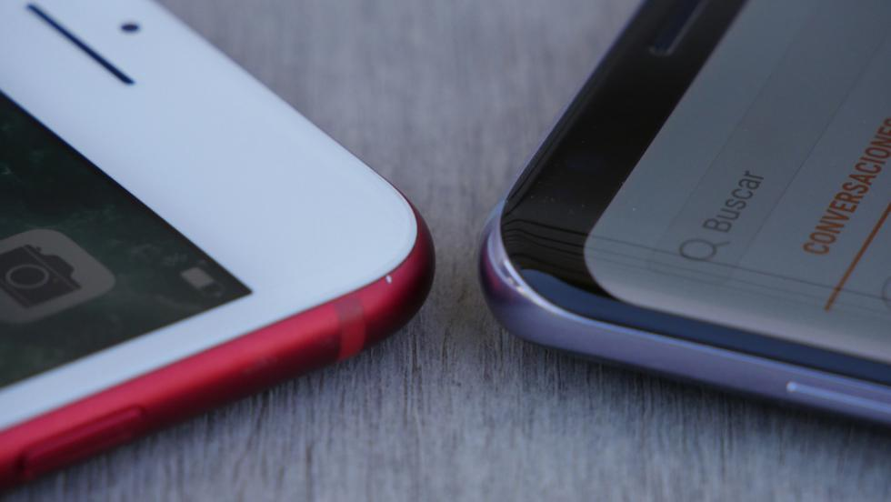 El iPhone 7 Plus tiene esquinas rectangulares en la pantalla, mientras que el Samsung Galaxy S8+ esconde unas esquinas curvadas