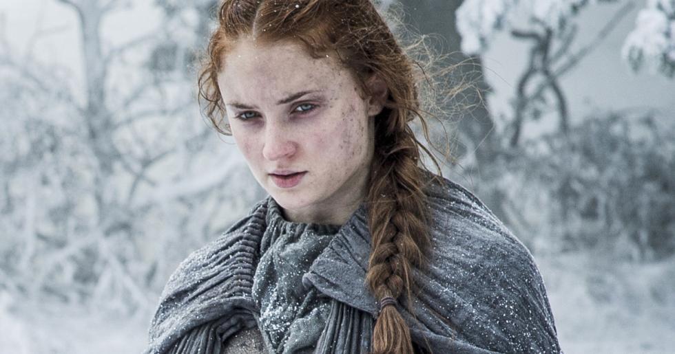 Sansa Stark jamás vuelve a Invernalia, no se casa con Ramsay Bolton y no se reecuentra con sus hermanos. En Canción de Hielo y Fuego es una amiga muy parecida la enviada al Norte para satisface a los Bolton. Ella sigue en el Nido de Águilas.
