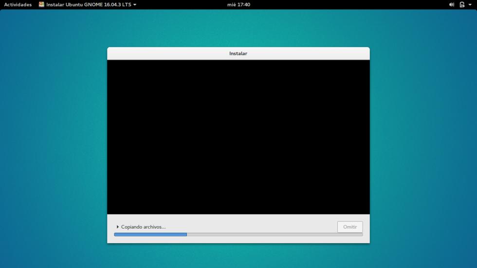 La instalación ya comenzado. Cuando finalice, sólo tienes que reiniciar y disfrutar de tu dual boot con Windows y Linux.