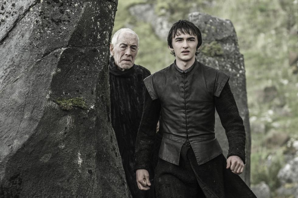"""En inglés, Bran Stark ve un """"raven"""" de tres ojos en la serie, mientras que en el libro es un """"crow"""". Su traducción al español es igualemente """"cuervo"""" aunque al parecer los """"raven"""" son cuervos un poco más grandes."""