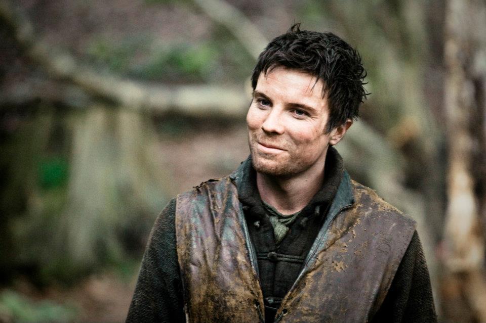 En los libros hay un bastardo de alta cuna del Rey Robert. No es Gendry sino Edric Tormenta, que no sale en la serie.