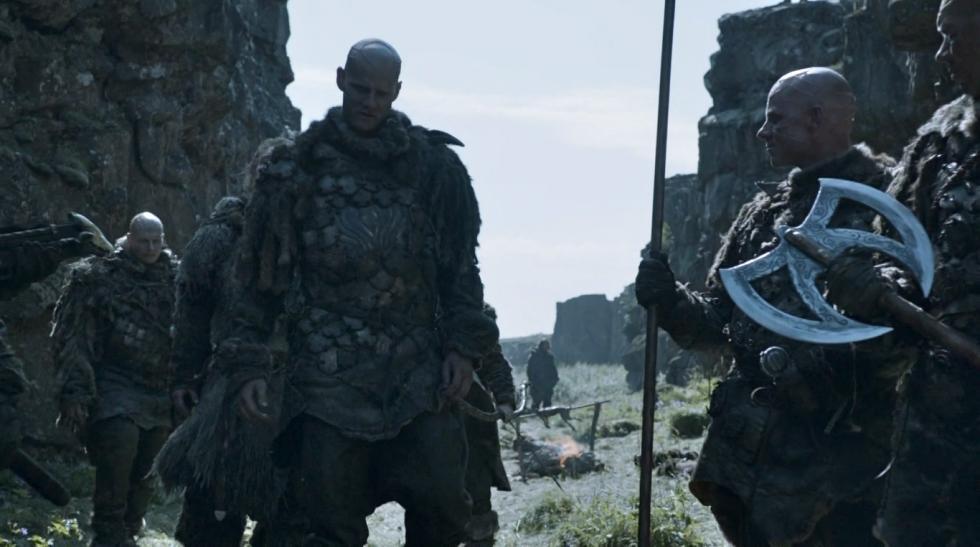 Jon Nieve casa a una de las herederas de la Casa Karstark con el líder del clan salvaje de los Thenn. Así, crea la Casa Thenn.