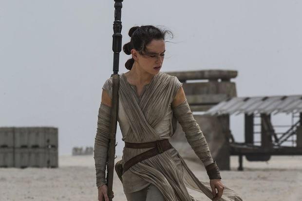 Otra de las protagonistas de Star Wars. Con el Episodio VIII a la vista, es una apuesta segura disfrazarte de Rey. Sólo necesitas un vestido parecido y un cinturón marrón. El palo es opcional.