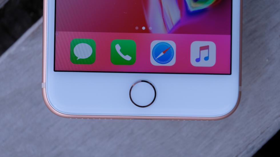 Si analizamos más en detalle la parte delantera, veremos que Apple ha decidido mantener los marcos de la pantalla