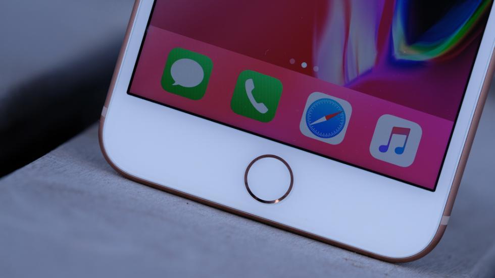 Lo que se puede ver debajo de la pantalla es el Touch ID, que recordemos que desde el iPhone 7 ya no es un botón sino una superficie táctil