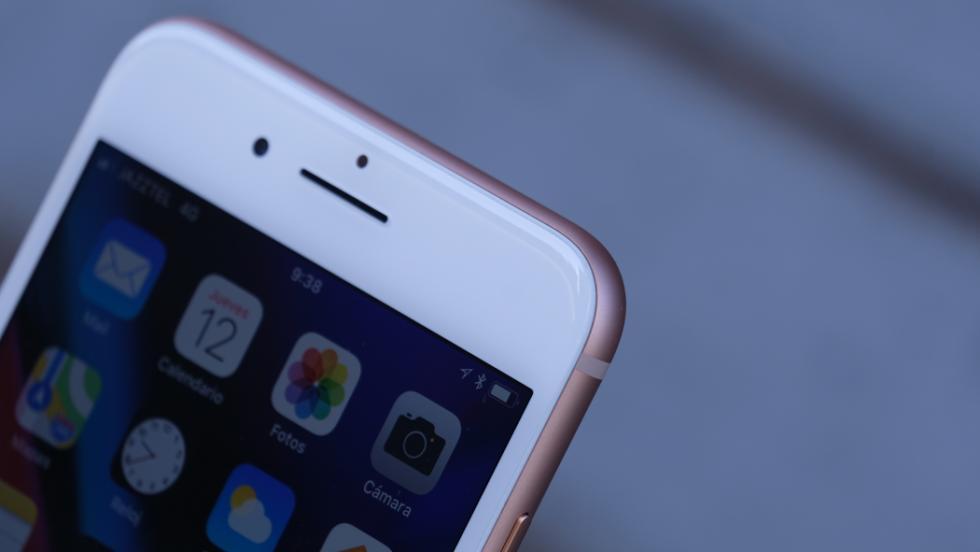 Detalle de los bordes curvados del móvil