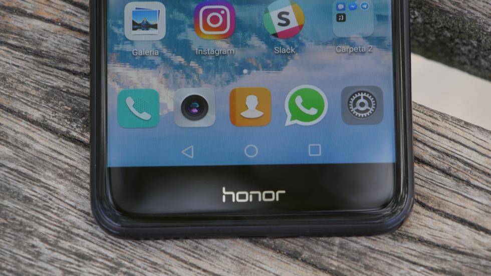 Fotografía del Honor 6C Pro.
