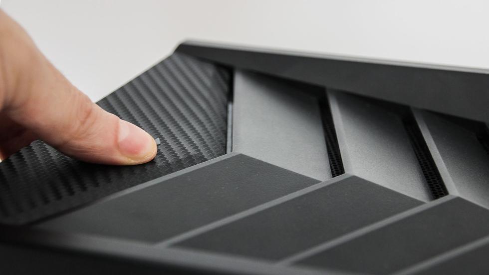 Pulsador de apertura para el panel lateral