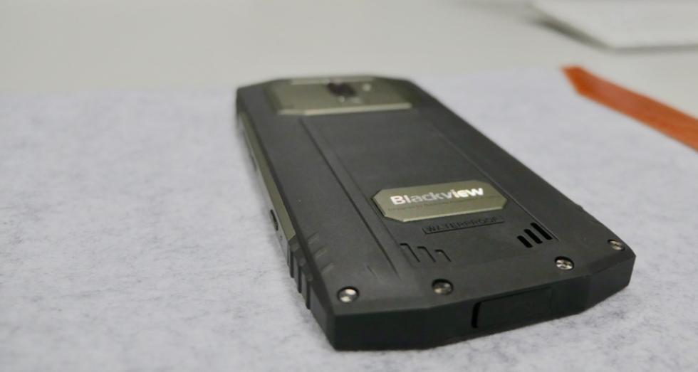 BlackView BV9000 Pro, diseño