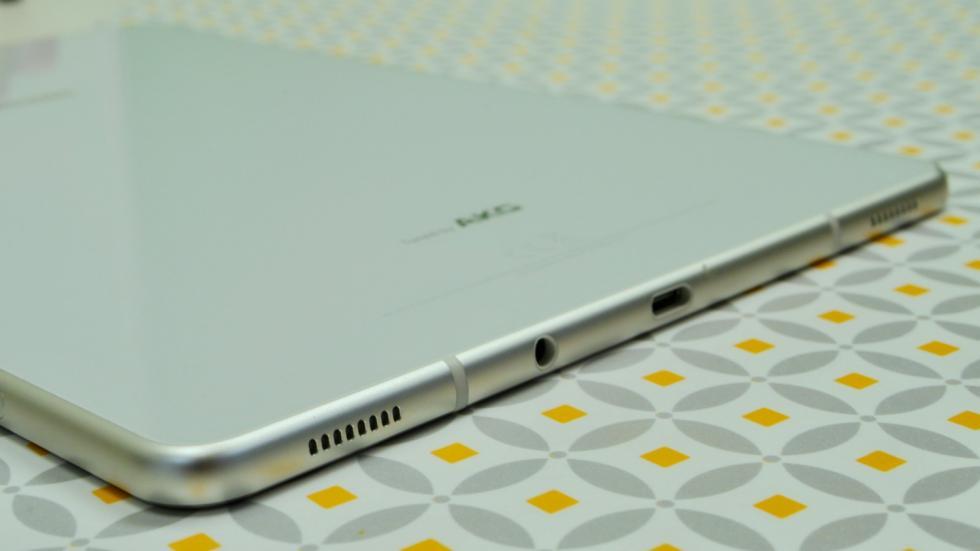 Detalle altavoces Samsung Galaxy Tab S4